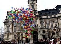 Puszczamy balony helowe w Nowym Sączu.