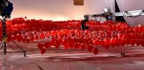 Balony - helowe serca na planie filmu reklamowego dla WOŚP.