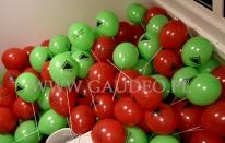 Balony reklamowe na patyczkach przygotowane do rozdawania w sklepie Leroy Merlin.