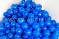 Balony z nadrukiem pozakładane na patyczki.