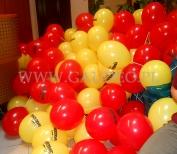 Balony z powietrzem na patyczkach gotowe do rozdawania.