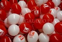Balony z nadrukiem po nadmuchaniu i założeniu na patyczki.