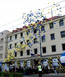 Balony wzlatujące w powietrze z okazji otwarcia przedstawicielstwa UE we Wrocławiu.