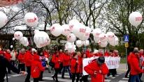 Balony helowe na proteście ZNP w Warszawie.