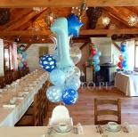 Balony z helem jako dekoracja urodzinowa.