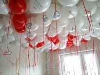 Balony nadmuchane helem latają na dniach otwartych nowego osiedla.