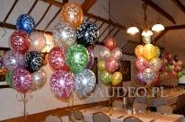 Balony z helem jako dekoracja na sylwestra.