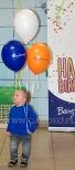 Balony z helem jako atrakcja dla dzieci.