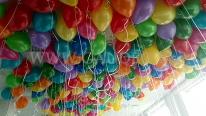 Balony z helem dla dzieci na zabawie w firmie.