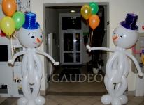 Bałwanki z balonów na imprezie dla pracowników.