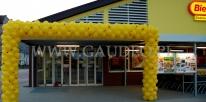 Brama balonowa na otwarcie nowego sklepu sieci Biedronka.