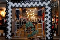 Brama balonowa na otwarcie nowego sklepu sieci Top Secret.