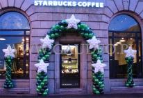 Brama balonowa na otwarcie nowego lokalu sieci Starbucks.