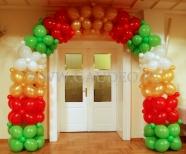 Brama balonowa w kolorach świątecznych.