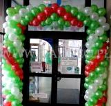 Brama balonowa z okazji nowych promocji w sieci komórkowej Plus.