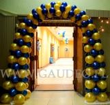 Brama z balonów wykonana w ramach dekoracji sylwestrowej.