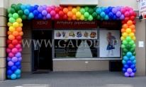Brama z balonów na otwarciu Warszawskiego sklepu.