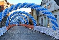 łuki balonowe jako dekoracja maratonu.