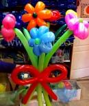 Mały bukiecik z kwiatków balonowych.