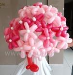 Kwiatki balonowe w bukiecie.