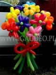 Bukiet z kolorowych kwiatków balonowych.