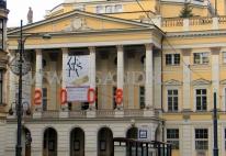 Cyfry balonowe na budynku Opery Wrocławskiej w ramach dekoracji Sylwestrowych.