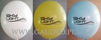 Pastelowe balony z czarnym nadrukiem.