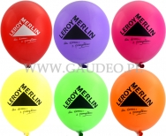 Czarne logo Leroy Merlin nadrukowane na balonach.