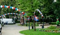 Dekoracja balonami z helem na Wrocławskiej Krasnoludkowej imprezie plenerowej.