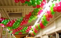 Dekoracja girlandami balonowymi w hipermarkecie Inter Marche.