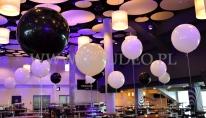 Metrowe balony z helem jako dekoracja imprezy.