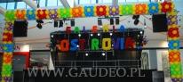 Dekoracja sceny wykonana z balonów na otwarcie Galerii Ostrovia.