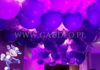 Balony helowe jako dekoracja w olsztyńskim hotelu.
