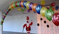 Balonowa dekoracja na dziecięcą zabawę Mikołajkową.
