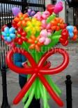 Duży bukiet z kwiatków balonowych.