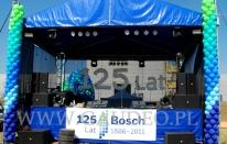 Girlandy z balonów na scenie w czasie obchodów jubileuszu firmy Bosch.