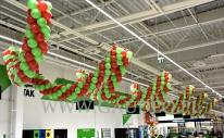 Dekoracja balonowa GigaMarketu Leroy Merlin.