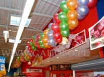 Girlandy balonowe na urodzinach sieci Inter Marche.