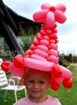 Kapelusik z balonów.