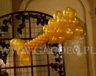 Kieliszek z balonów wykonany w ramach dekoracji zabawy sylwestrowej.