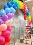 Brama z balonów w kształcie łuku jako dekoracja wejścia do Auchan Bronowice.