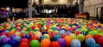 Dekoracja z kolorowych balonów.