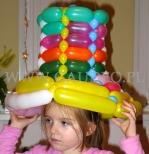 Kolorowy kapelusz balonowy.