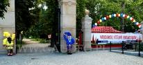 Balonowa dekoracja wejścia na teren wrocławskiego Festiwalu Krasnoludków.