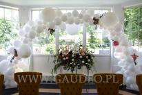 Balonowy łuk organiczny na wesele.