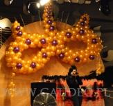 Maska balonowa na balu w stylu karnawału Weneckiego