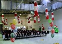 Dekoracja z balonów na wigilię firmową.