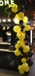 Balonowa dekoracja bufetu.