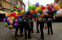 Pęki balonów helowych podczas jednej z akcji na Wrocławskim Rynku.