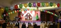Balonowy domek z piernika na spotkanie z Mikołajem dla dzieci.